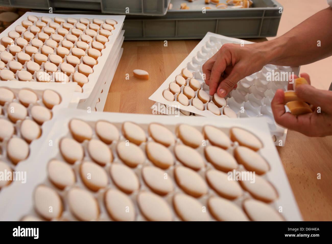Los Calissons fabricación en Aix en Provence, Bouches du Rhône, 13, tepezcuintle, Francia Imagen De Stock