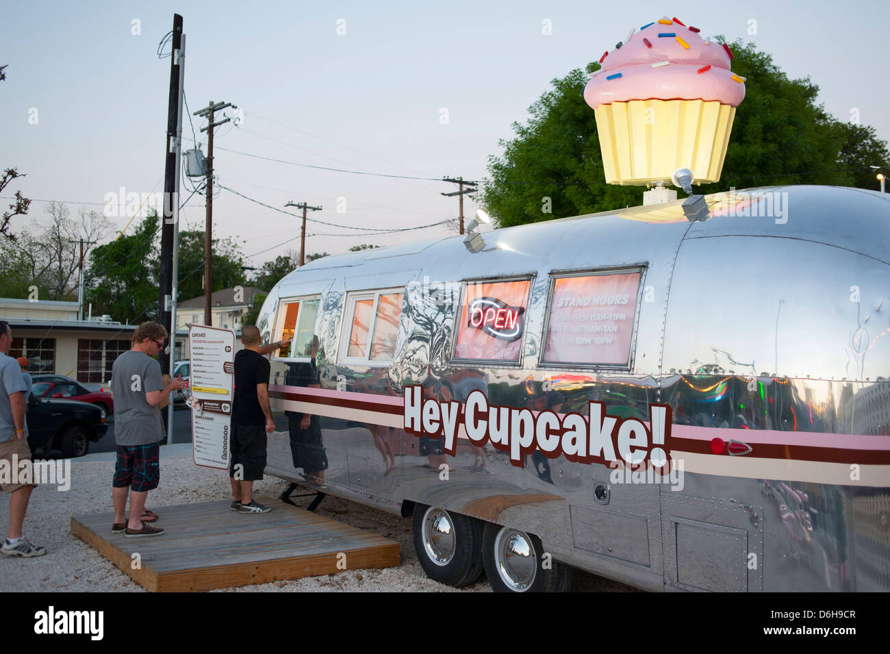 Ee.Uu., capital del estado de Texas Austin TX Ave South Congress Avenue - Vida Nocturna comida postre Hey Cupcake Imagen De Stock