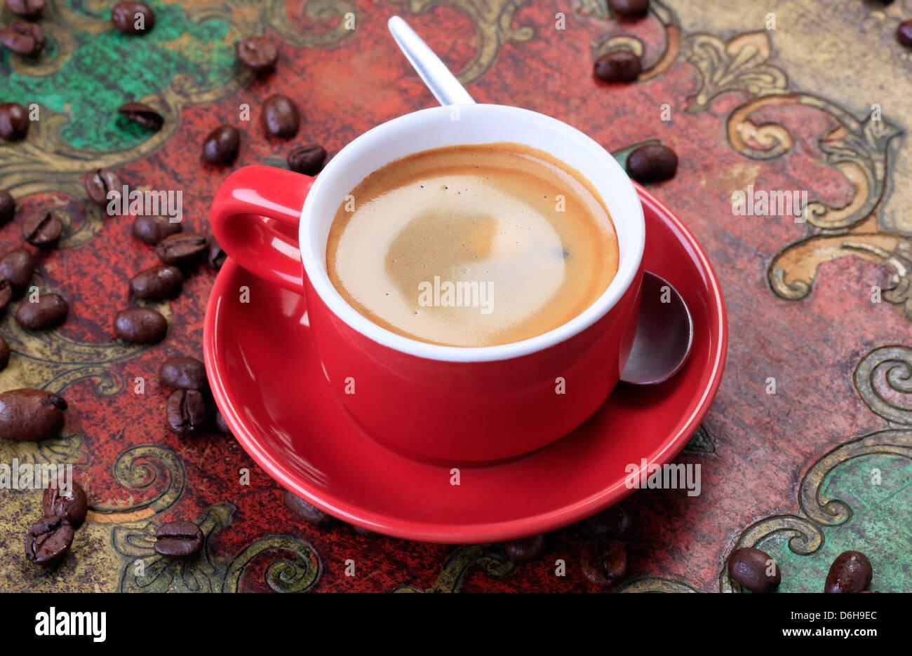 Taza de café con suave espuma marrón Imagen De Stock