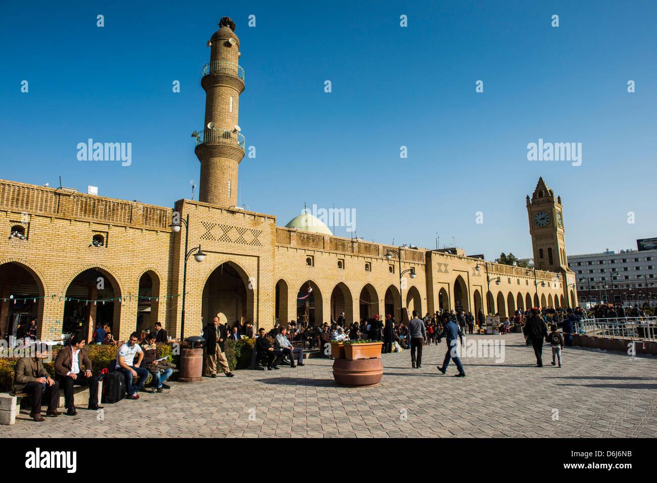 Enorme plaza con debajo de la ciudadela de Erbil (Hawler), capital de Irak, Kurdistán, Iraq, Oriente Medio Foto de stock