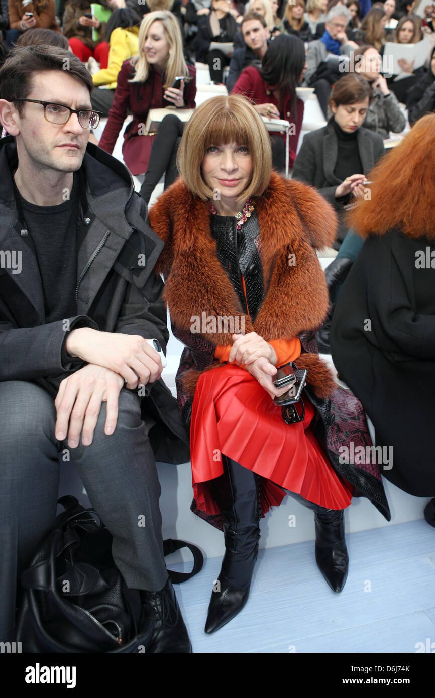 Editor en Jefe de Vogue Anna Wintour asiste al espectáculo de la casa de  moda francesa 43879b48bc