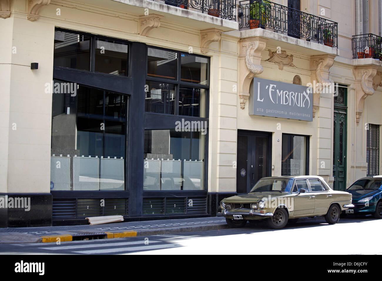 (Archivo) - Un archivo de imagen, de fecha 16 de noviembre de 2008, muestra una vendimia coche aparcado en la calle, Foto de stock