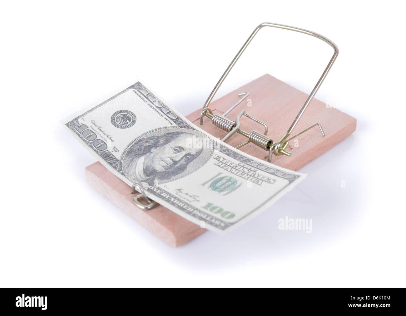 Concepto de dinero trampa, 100 dolares en una trampa Foto de stock