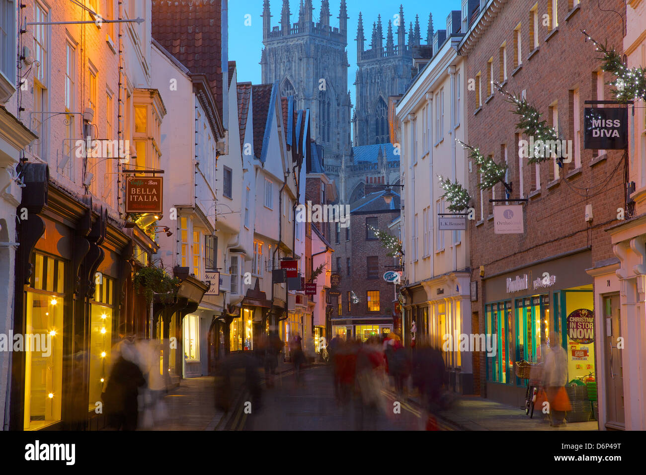 Colliergate y York Minster en Navidad, York, Yorkshire, Inglaterra, Reino Unido, Europa Imagen De Stock