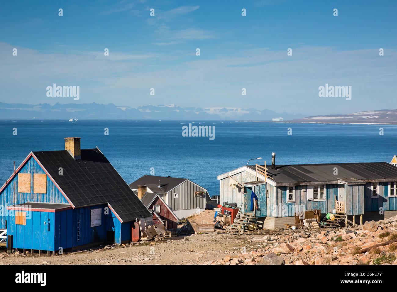 Pueblo Inuit, Ittoqqortoormiit, Scoresbysund, al noreste de Groenlandia, las regiones polares Foto de stock