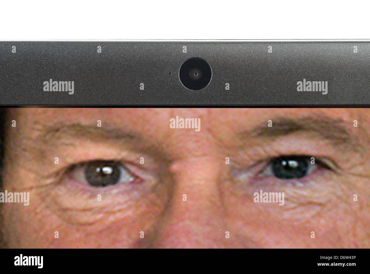 El uso de la webcam de un ordenador portátil Imagen De Stock