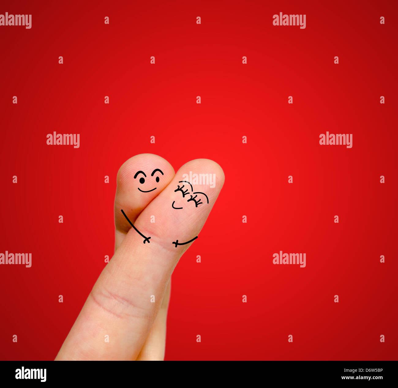 Una Feliz Pareja Dedos En Amor Con Pintadas Y Abrazando A Smiley
