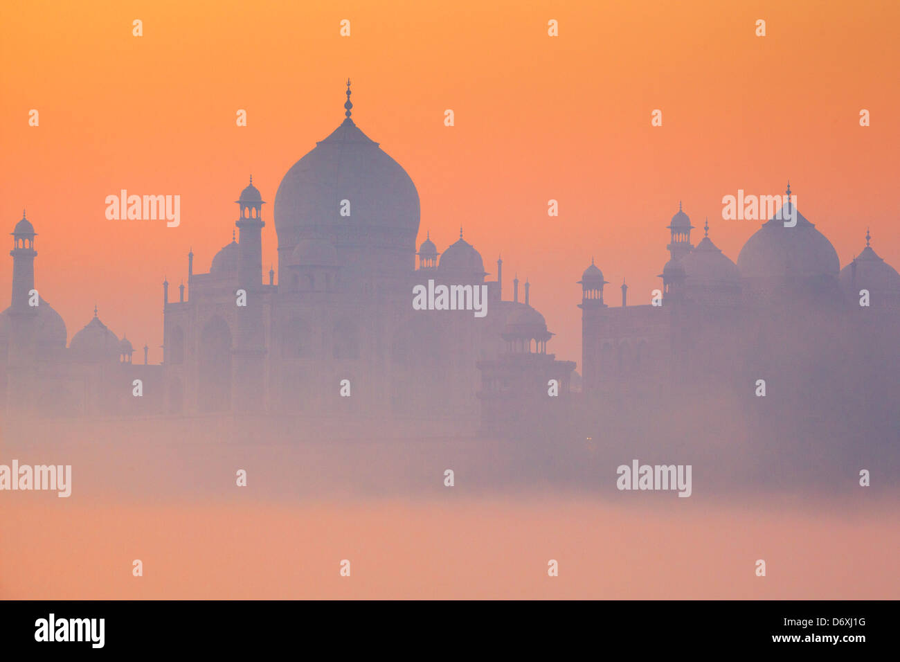 Horizonte de Taj Mahal al amanecer, Agra, Uttar Pradesh, India Imagen De Stock