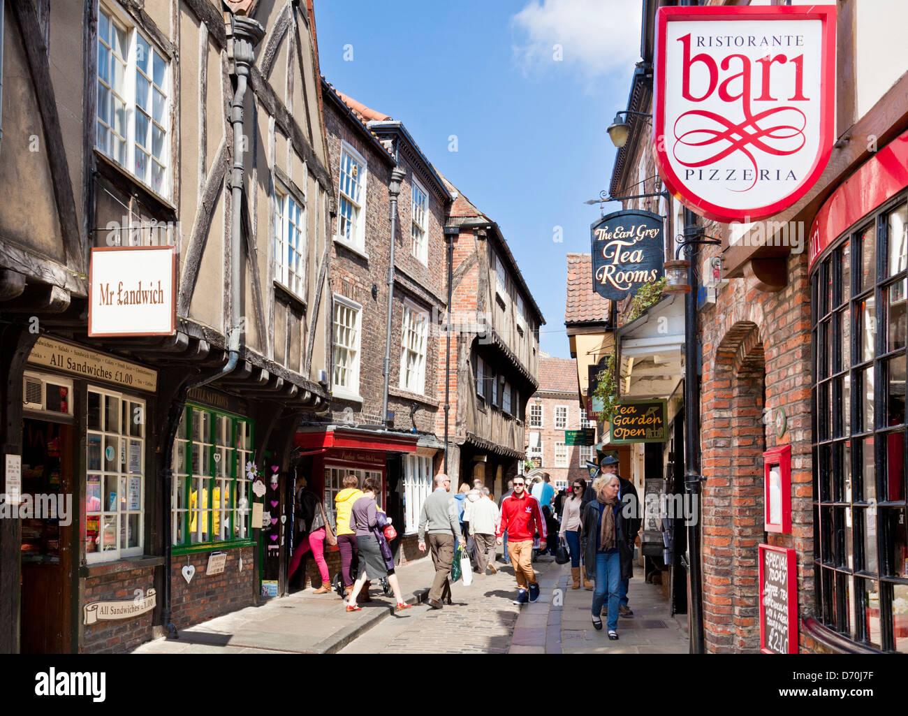 The Shambles, la calle estrecha de entramado de madera antiguos edificios medievales, York, North Yorkshire, Inglaterra, Imagen De Stock
