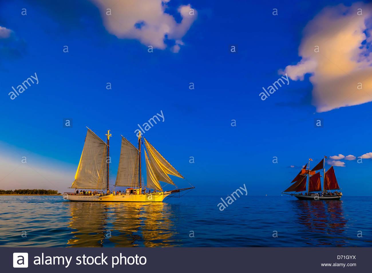 Goleta de Western Union y el Jolly Rover II vela en Key West, Florida Keys, Florida, EE.UU. Imagen De Stock