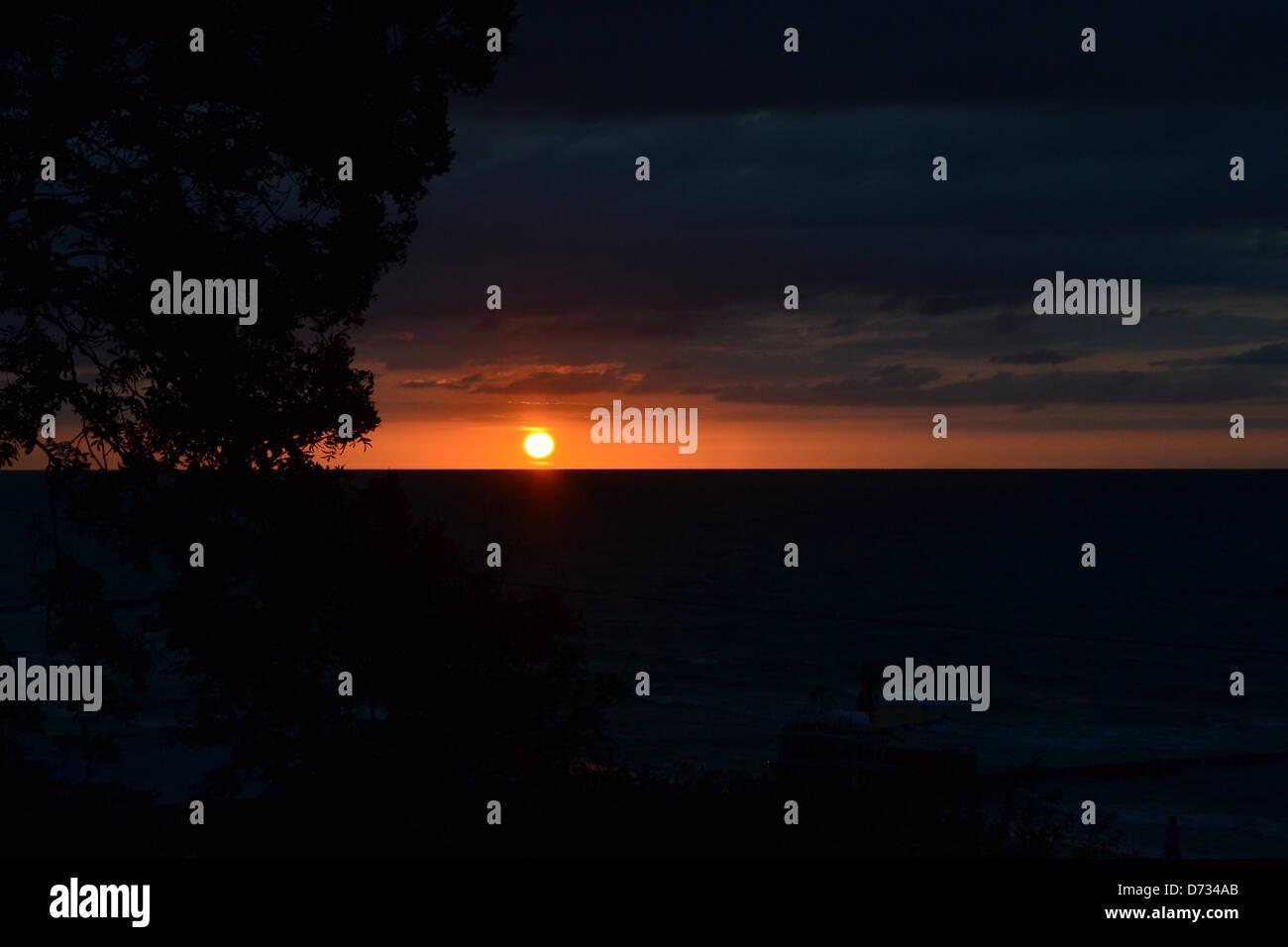 Una puesta de sol en la costa báltica polaca Imagen De Stock