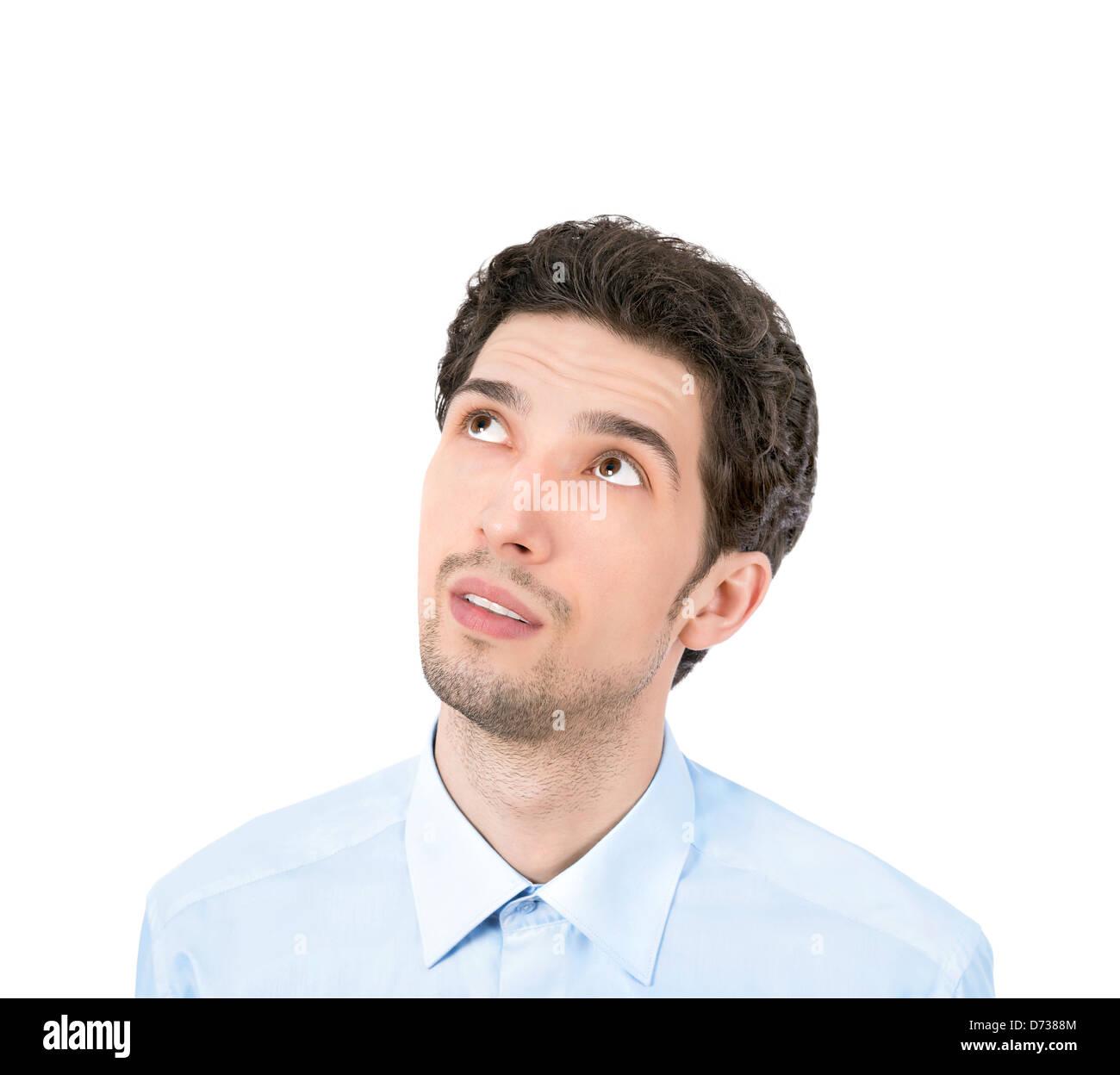Apuesto joven empresario mirando copyspace. Aislado sobre fondo blanco. Imagen De Stock