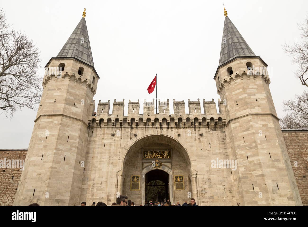 La puerta de la salutación, entrada al segundo patio del Palacio Topkapı, Estambul, Turquía. Imagen De Stock