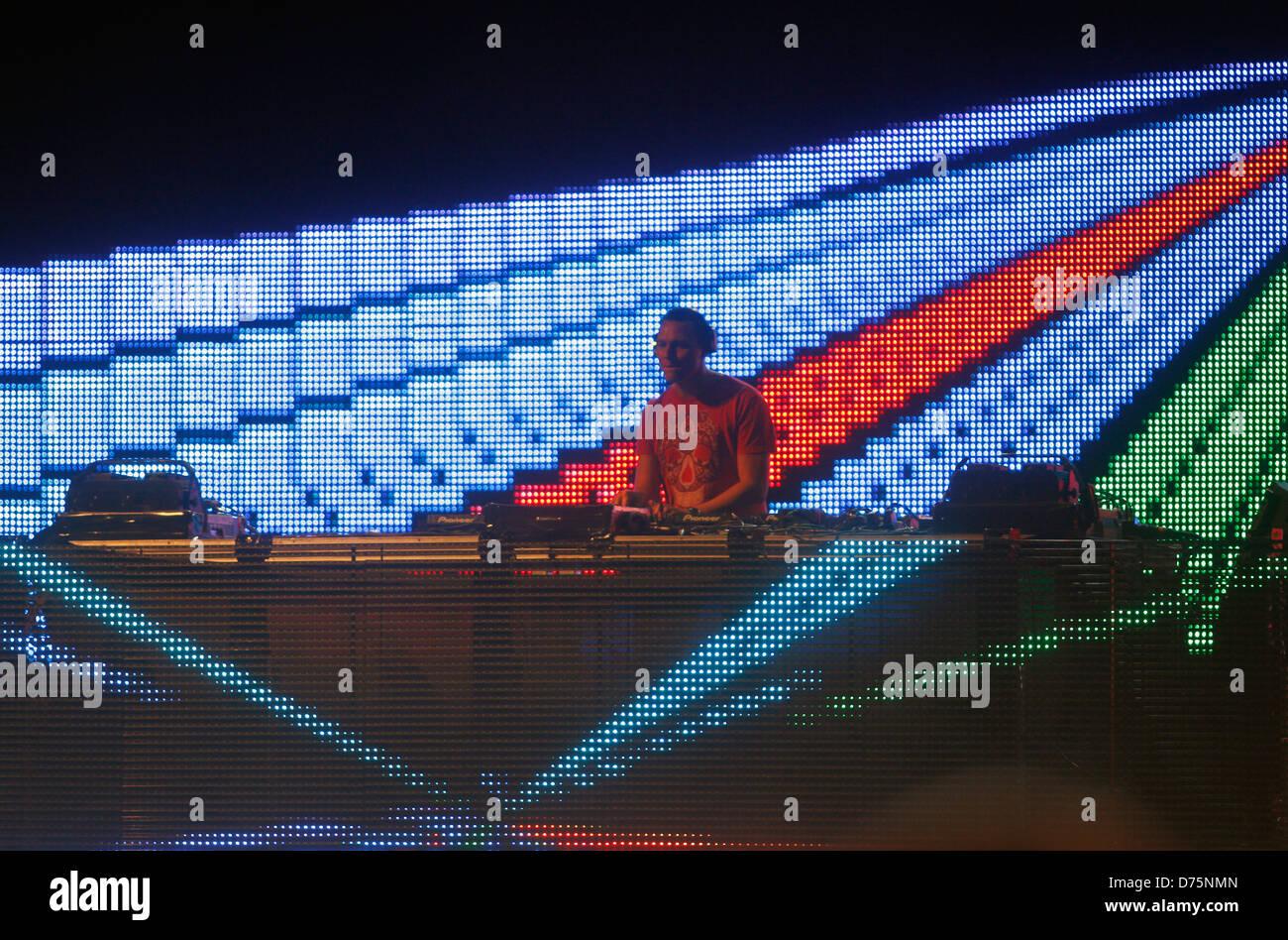 Músico holandés DJ Tiesto realiza durante un evento en vivo en la isla balear de Ibiza Español. Imagen De Stock