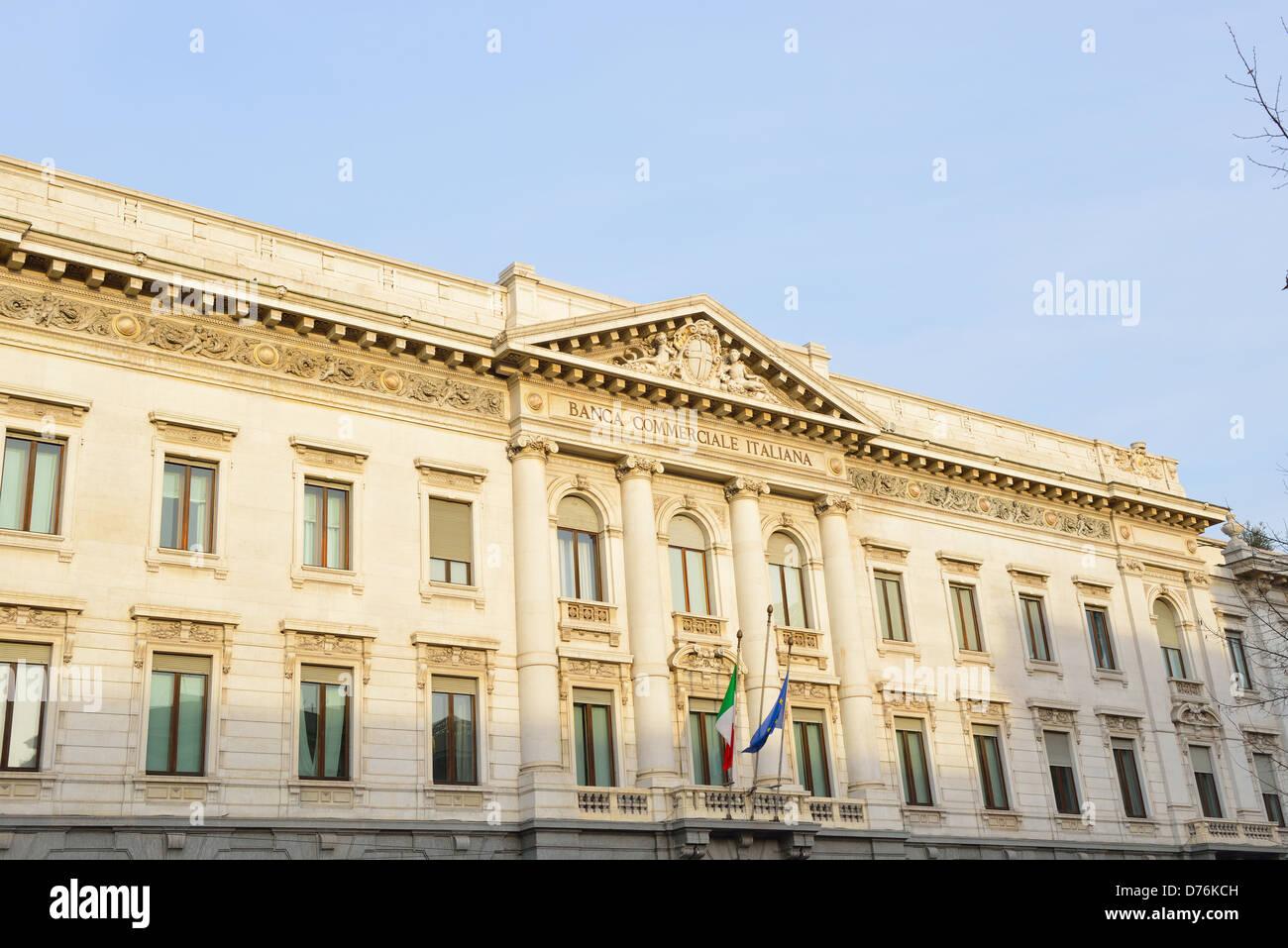 El Palacio de la Banca Commerciale Italiana (en italiano, Palazzo della Banca Commerciale Italiana) es un edificio Imagen De Stock