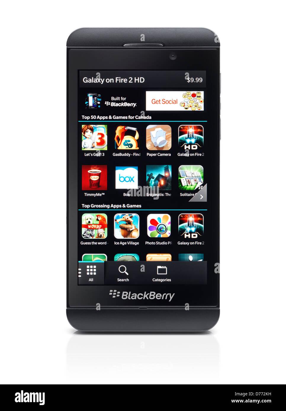 Z10 smartphone Blackberry con Blackberry World app store en su pantalla. Teléfono negro aislado sobre fondo Imagen De Stock
