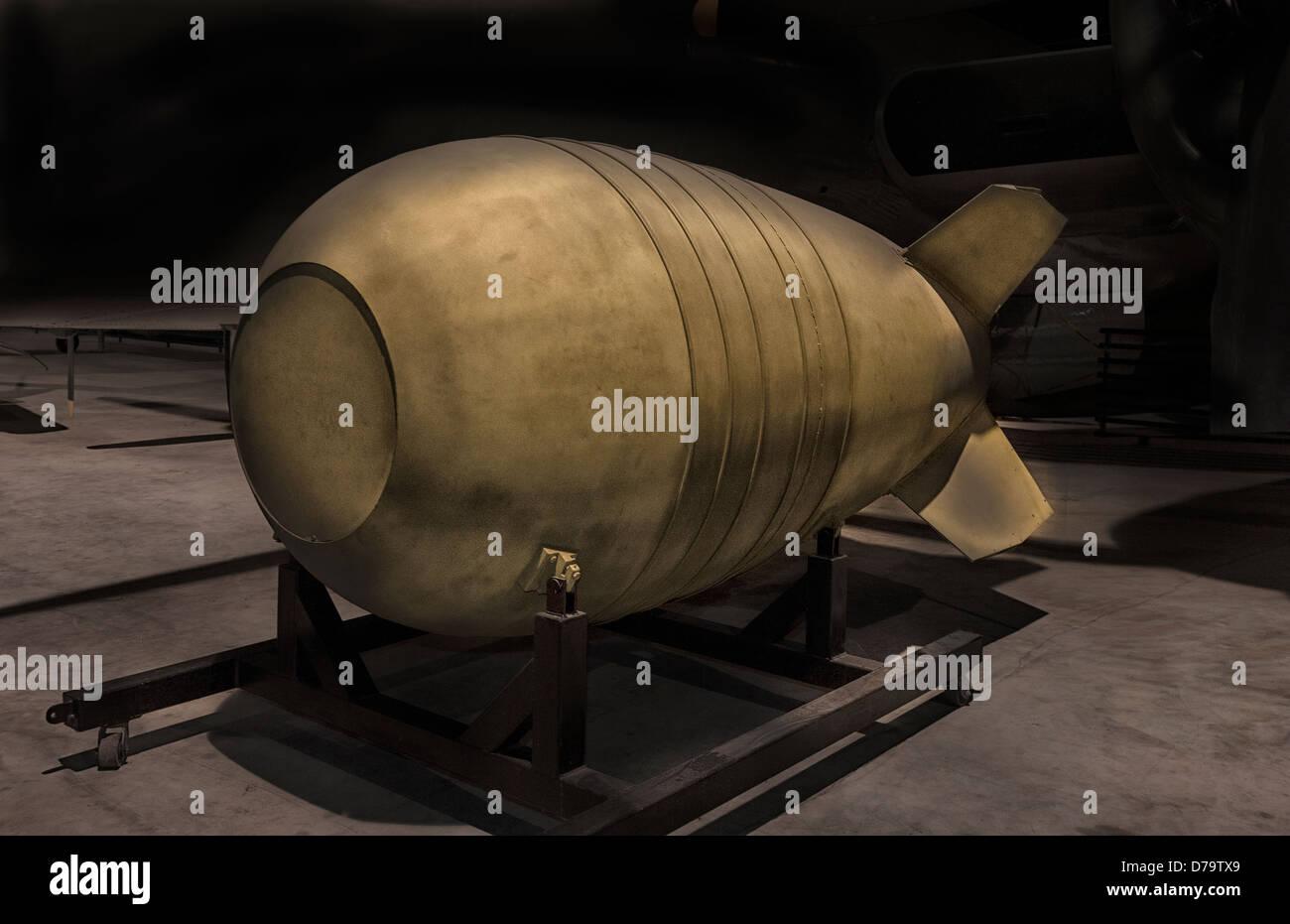 Una guerra fría bomba atómica en exhibición en el Museo de la aviación en Warner Robins Air Imagen De Stock