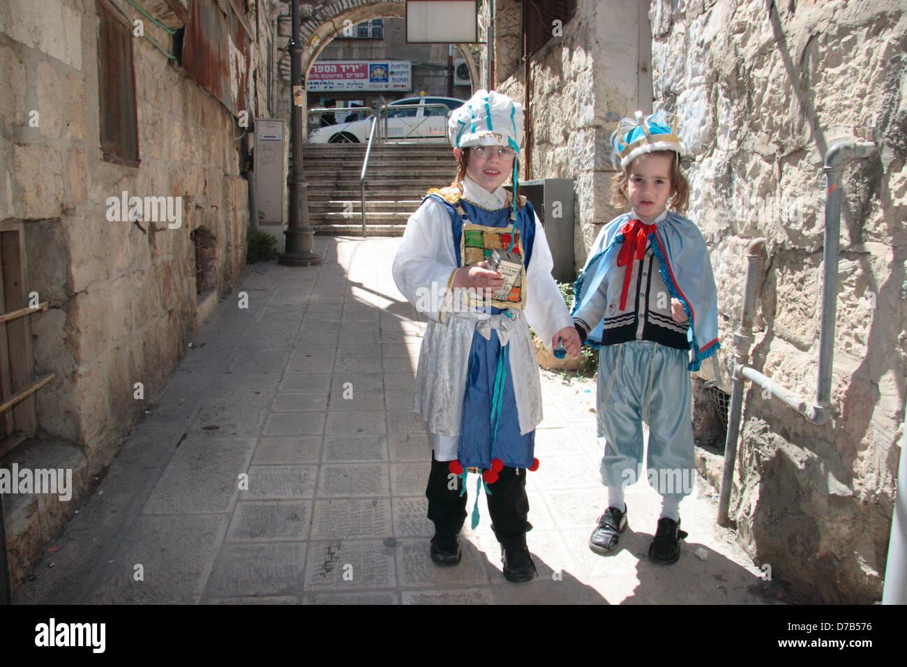 Purim en Mea Shearim, en Jerusalén (2005). Imagen De Stock