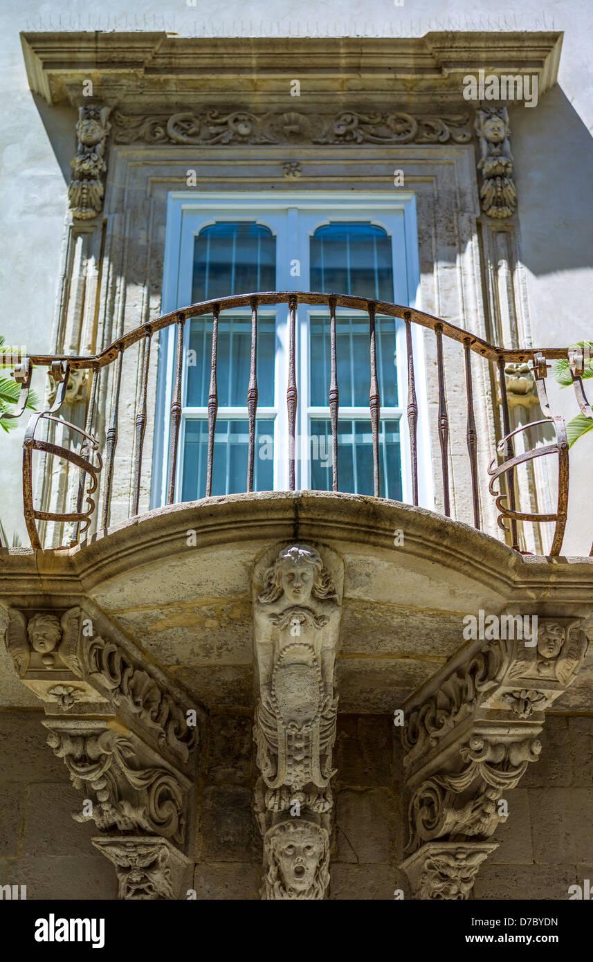 Europa, Italia, Sicilia, Siracusa, Ortigia, un balcón Barroco Imagen De Stock