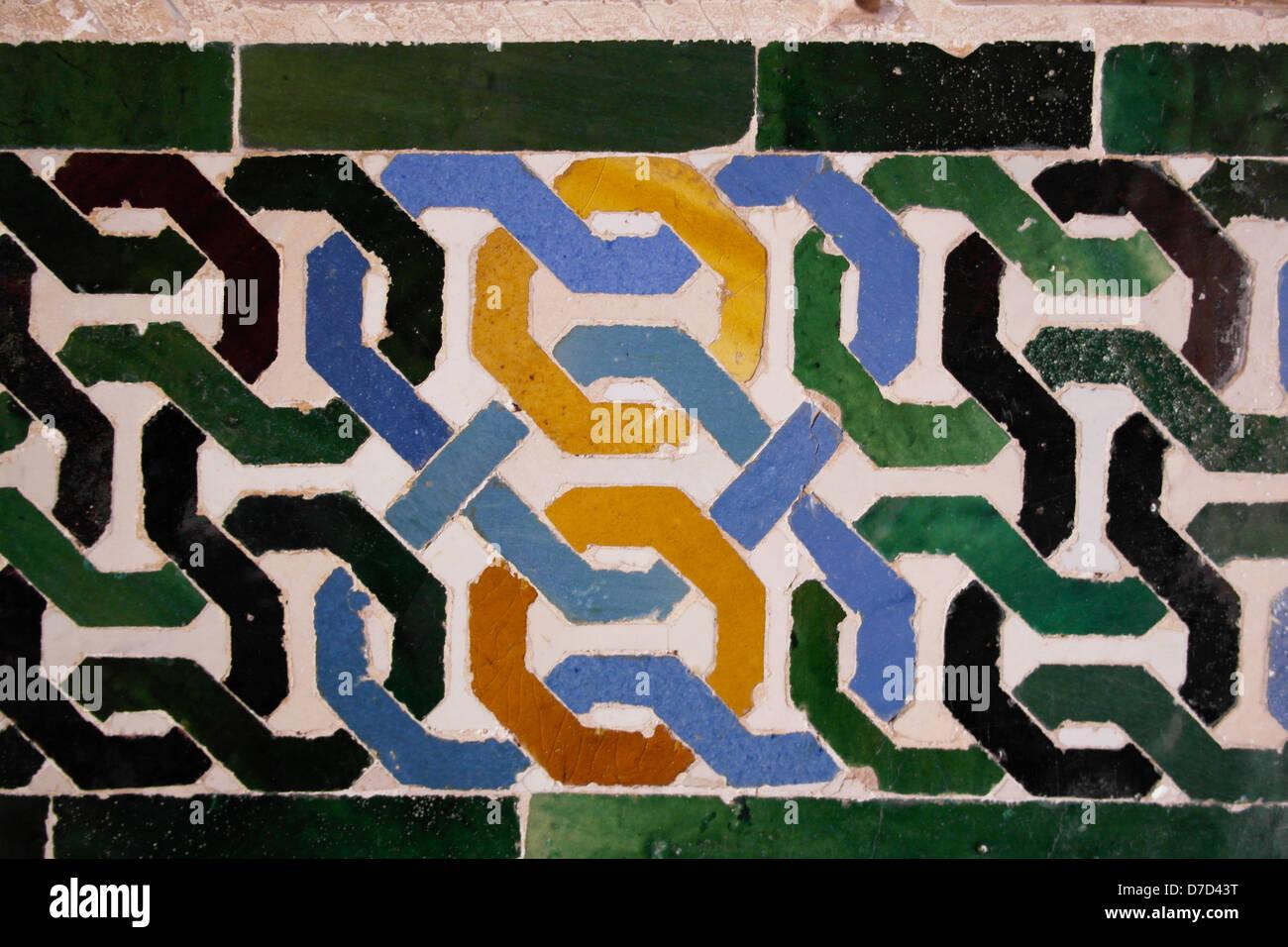 Decoradas en azul y amarillo adornado con azulejos de cerámica de color verde, con forma de corazón - Imagen De Stock