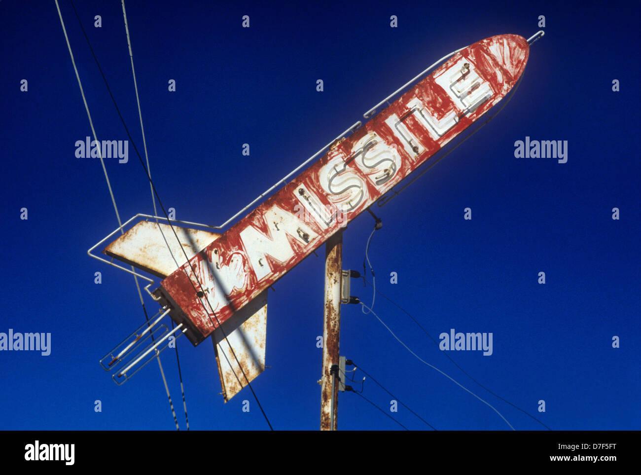 Vintage 60s decadente era signo de un bar llamado el misil Imagen De Stock