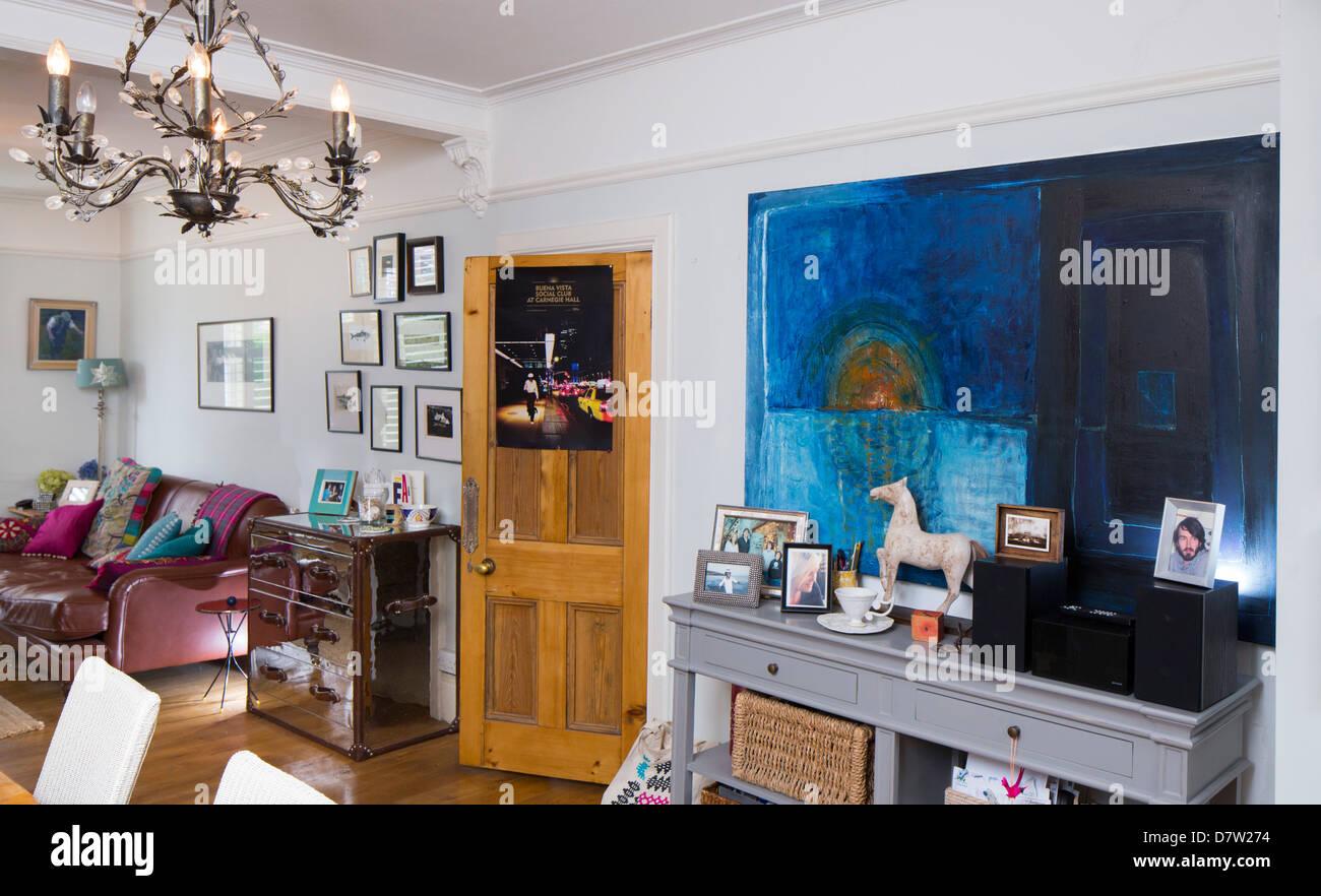 Un salón / comedor decorado en un estilo moderno Foto ...