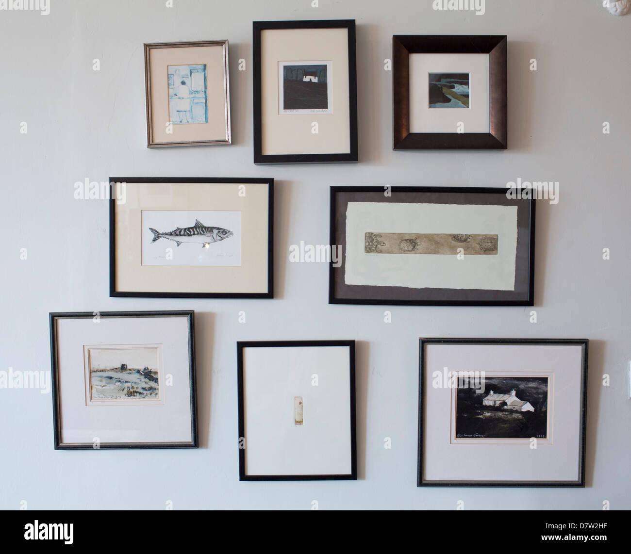 Ocho marcos de distintos tamaños, colgado en una pared Foto & Imagen ...