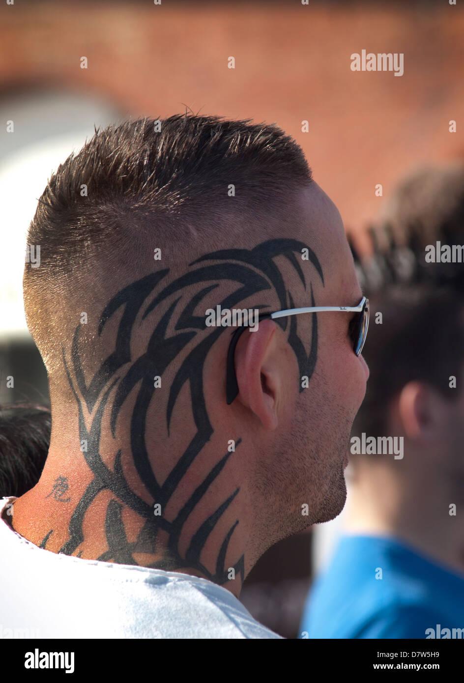 Patrón De Tribales Tatuajes En La Parte Posterior De La Cabeza De Un