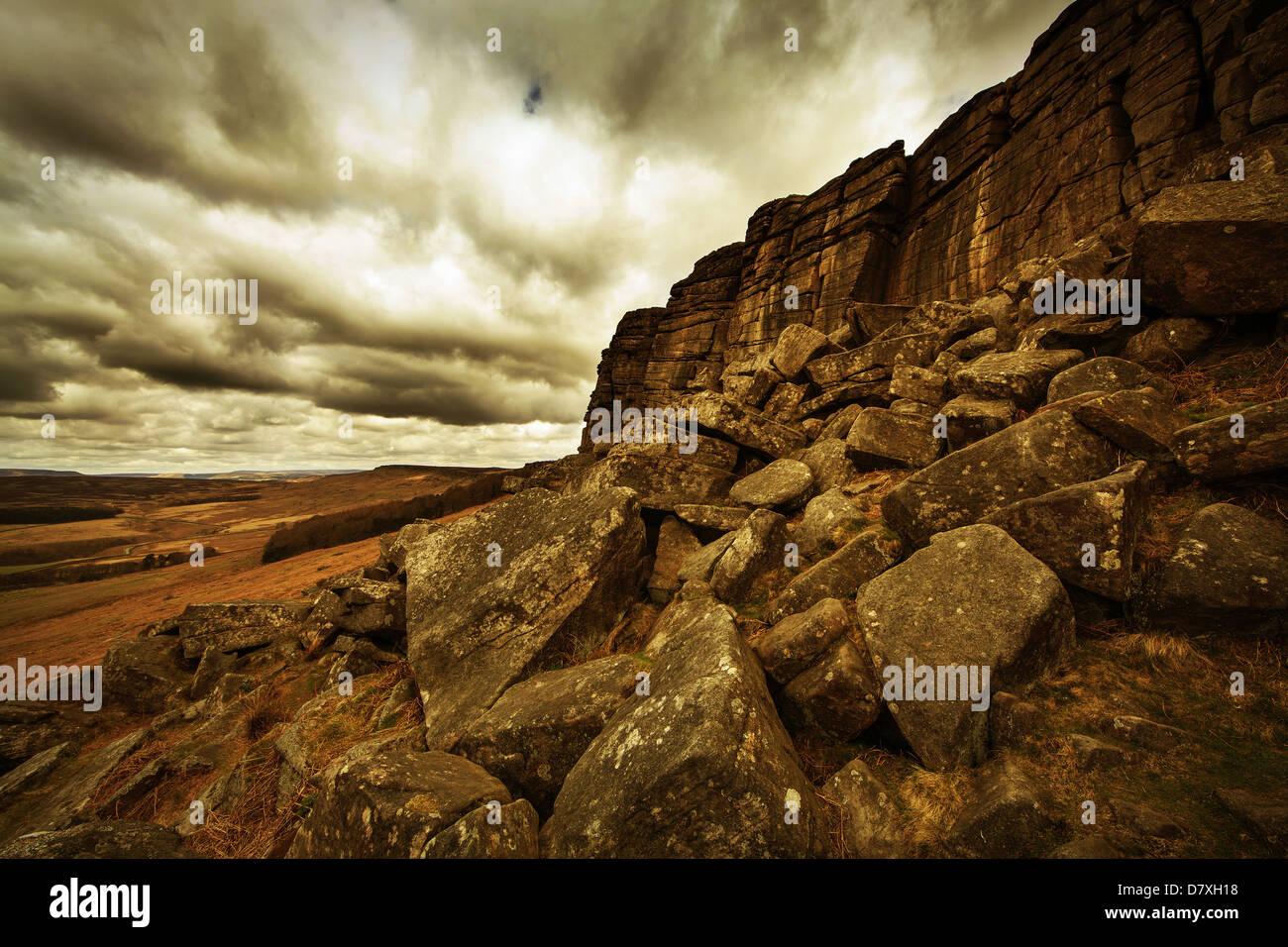 Acantilados de roca borde stanage Derbyshire Peak District Foto de stock