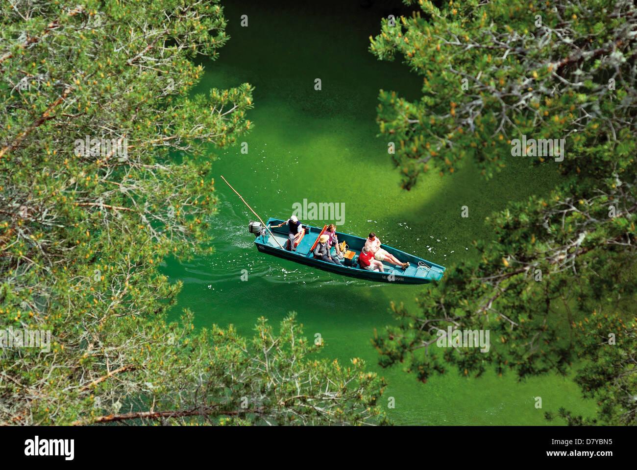 Francia, Midi-Pirineos: viaje en barco por el río Tarn con las visitas guiadas de Le Bateliers de La Malene, Imagen De Stock