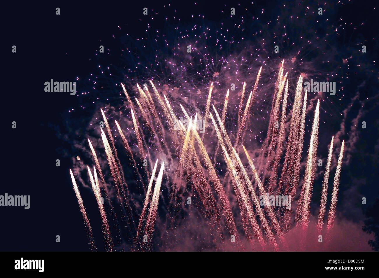 Rosa fondo de Fireworks Foto de stock