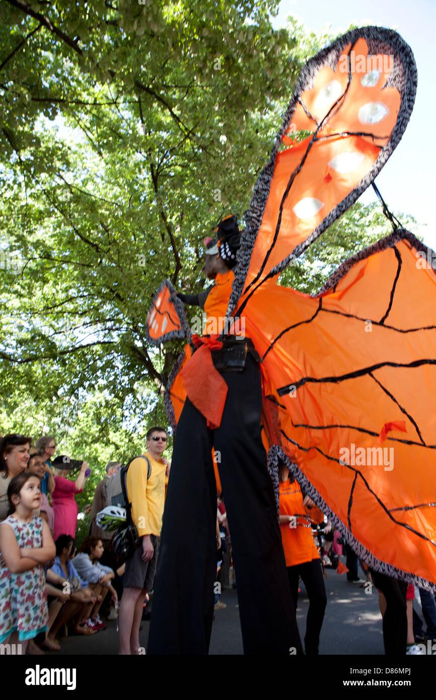 Berlín, Alemania. 19 de mayo de 2013. Karneval der Kulturen - carnaval anual y fiesta en la calle en la capital Imagen De Stock