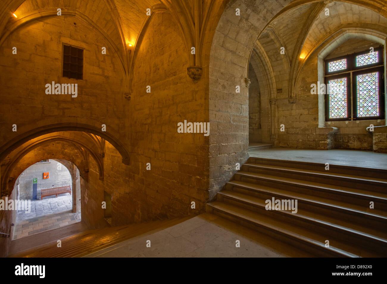 L'escalier d'honneur o Escalera de Honor en el Palais des Papes, Avignon, Francia. Foto de stock
