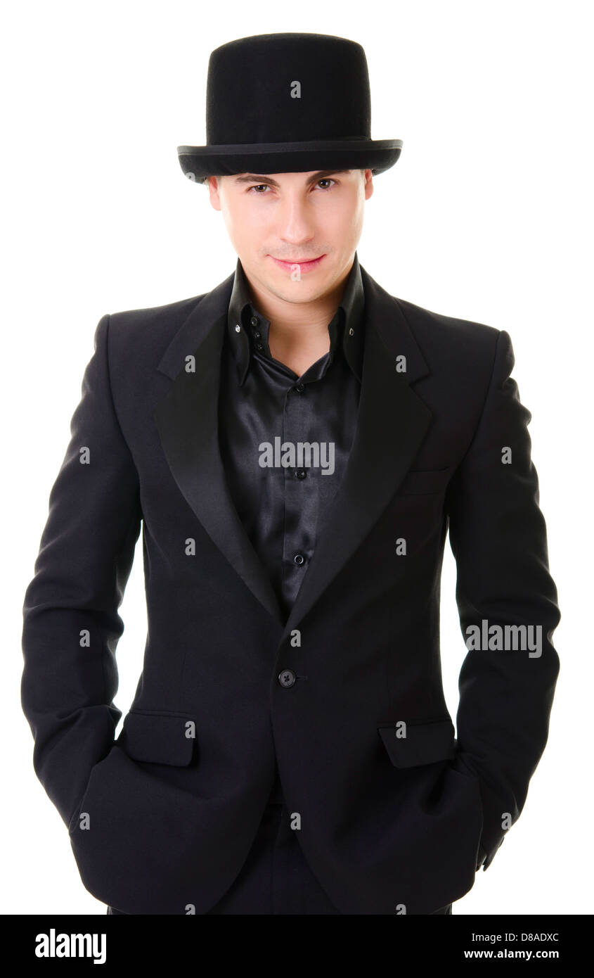 Atractiva joven hombre de negro traje y sombrero de estilo austero aislado  sobre fondo blanco. 20d23ada779