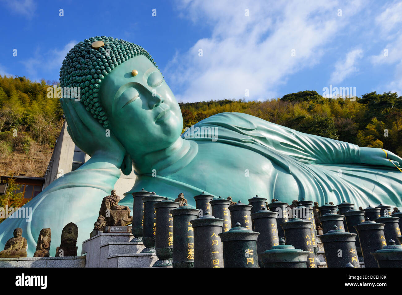 Estatua del Buda recostado de Nanzoin Templo en Kyushu, Japón. Imagen De Stock