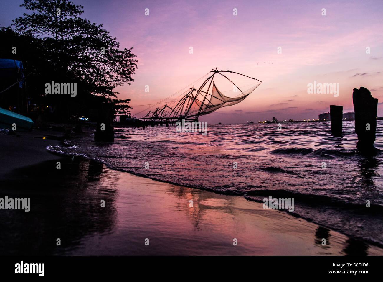 Chino tradicional de redes de pesca, Kerela, Kochi, India Imagen De Stock