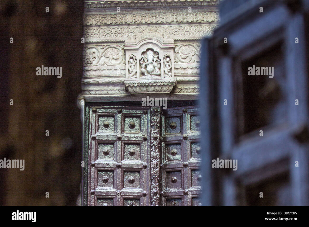 Entrada a un templo hindú en Varanasi, India Imagen De Stock