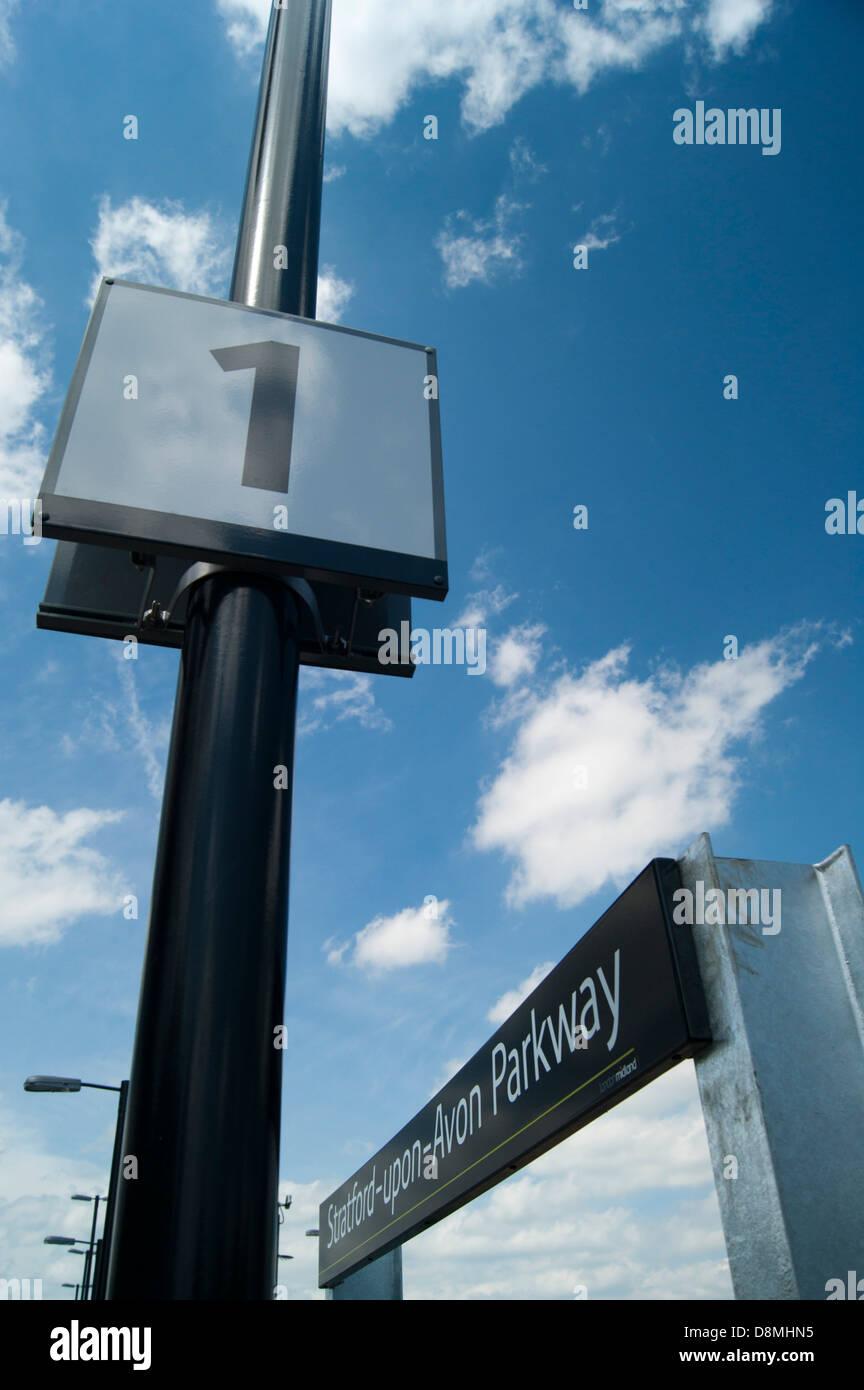 Stratford-upon-Avon estación Parkway y plataforma nameboard signo número 1 Imagen De Stock