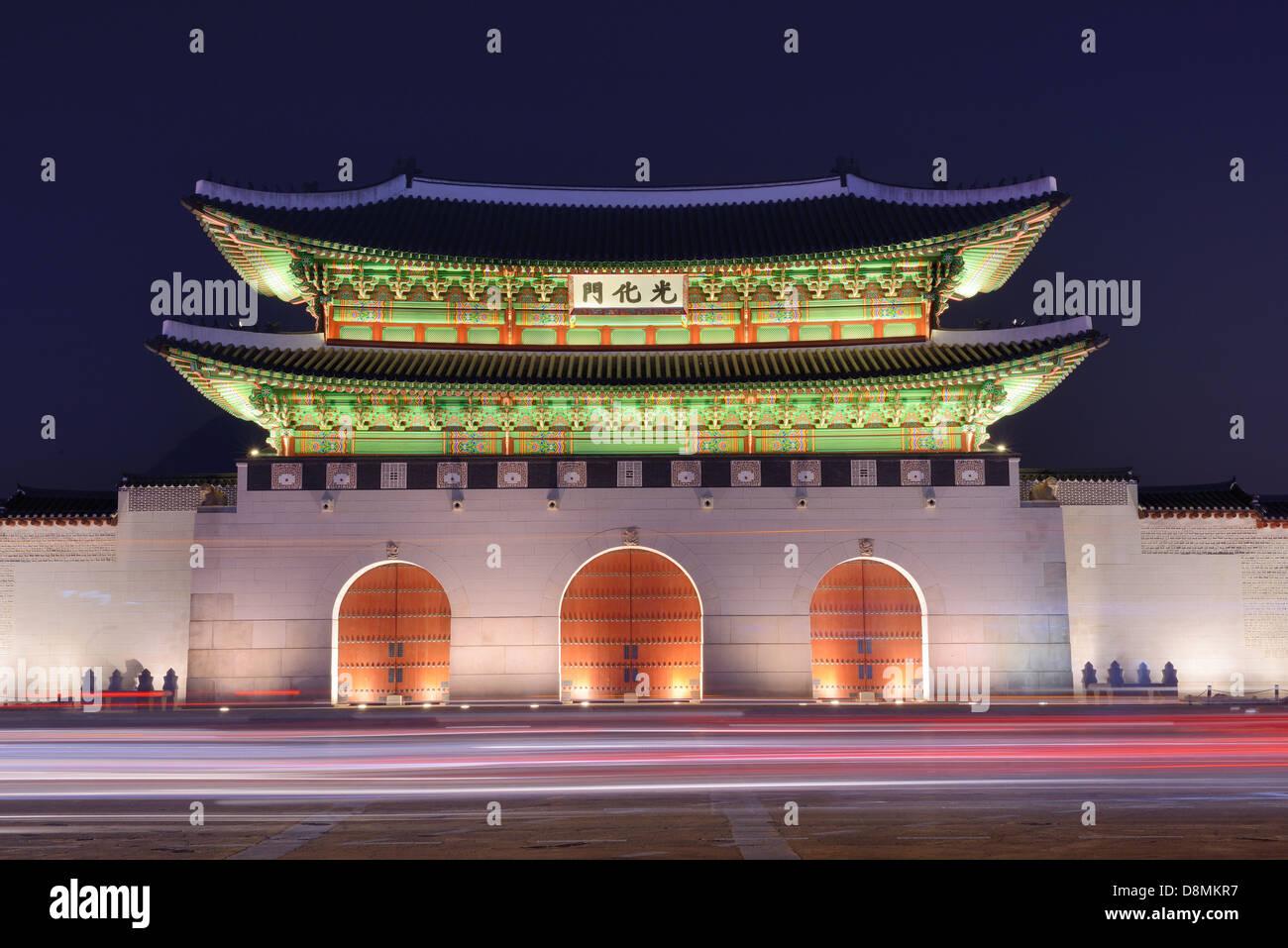 Gwanghwamun gate en el Palacio Gyeongbokgung en Seúl, Corea del Sur. Imagen De Stock