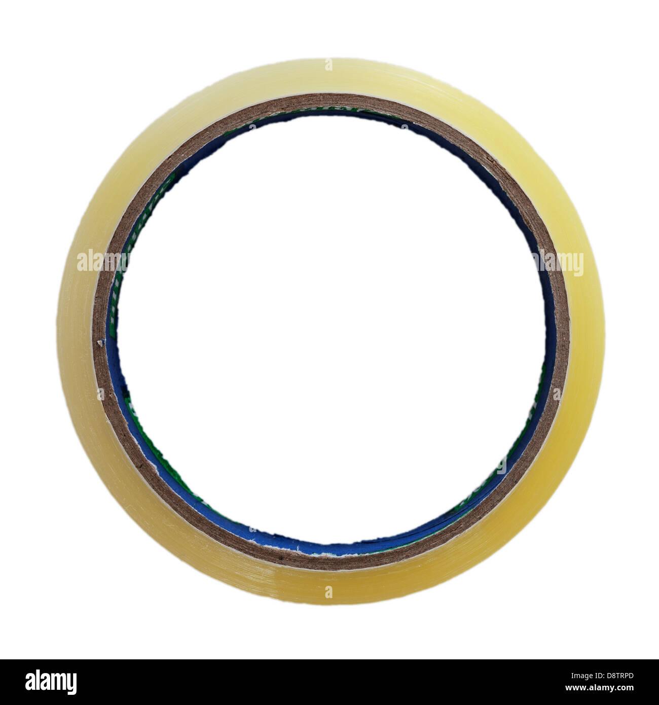 Un rollo de cinta adhesiva cellotape sobre un fondo blanco. Imagen De Stock