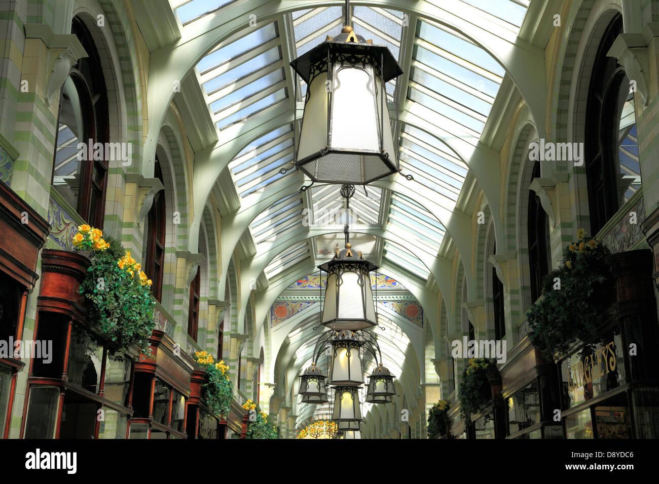 Norwich, Royal Arcade, el detalle, el arte y la artesanía arquitectura inglesa, Norfolk, Inglaterra Imagen De Stock