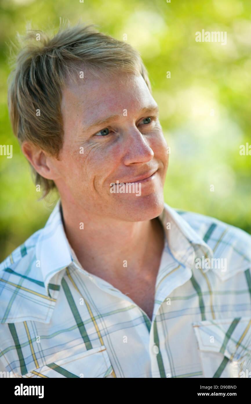 Retrato de un hombre escandinavo, Fejan, archipiélago de Estocolmo, Suecia. Foto de stock
