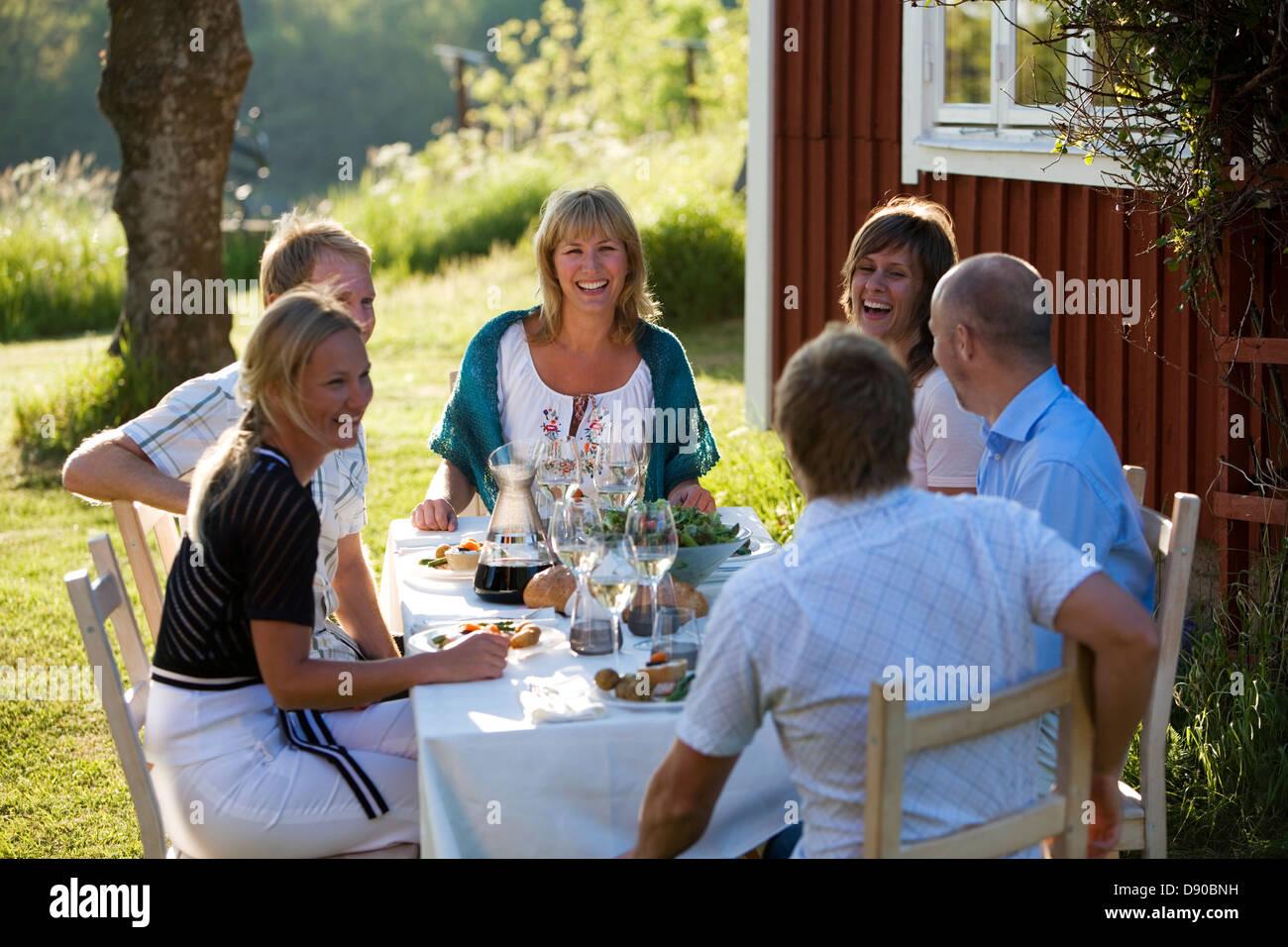 Solsticio de verano en el archipiélago de Estocolmo, Suecia. Foto de stock