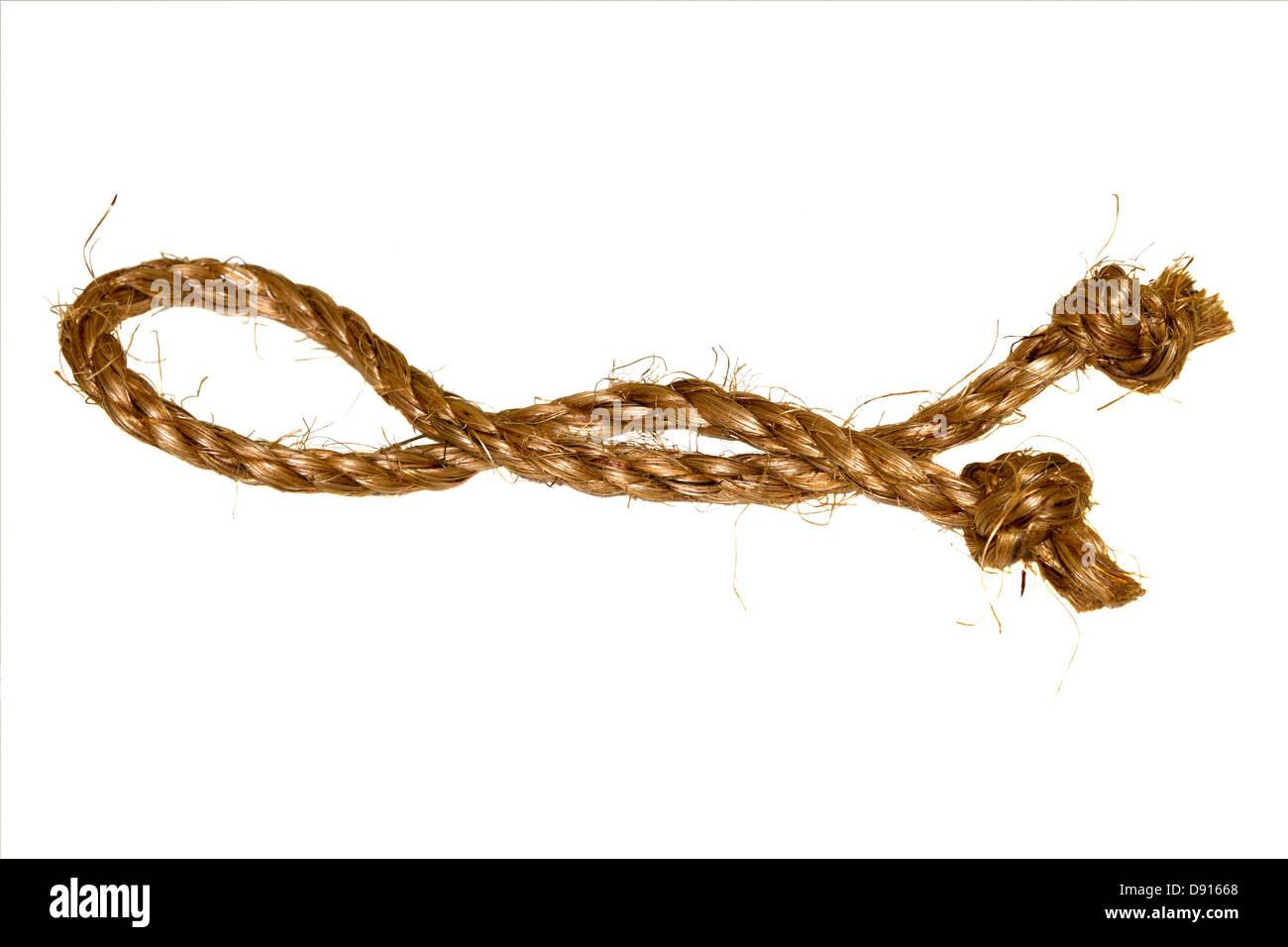 Cuerda de cáñamo sobre un fondo blanco. Imagen De Stock