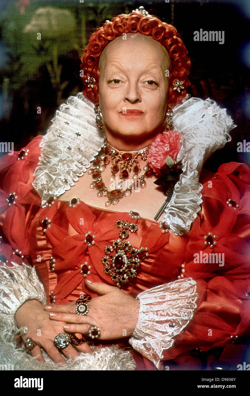 """, Bette Davis (1908-1989), actriz de Hollywood americano en """"La vida privada de Elizabeth y Essex"""" Imagen De Stock"""