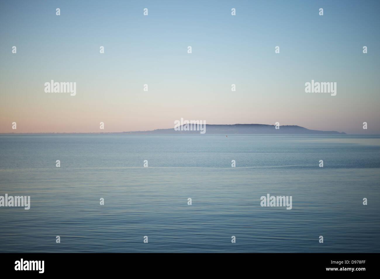 Una vista de Howth mirando a la bahía de Dublín, Irlanda Foto de stock
