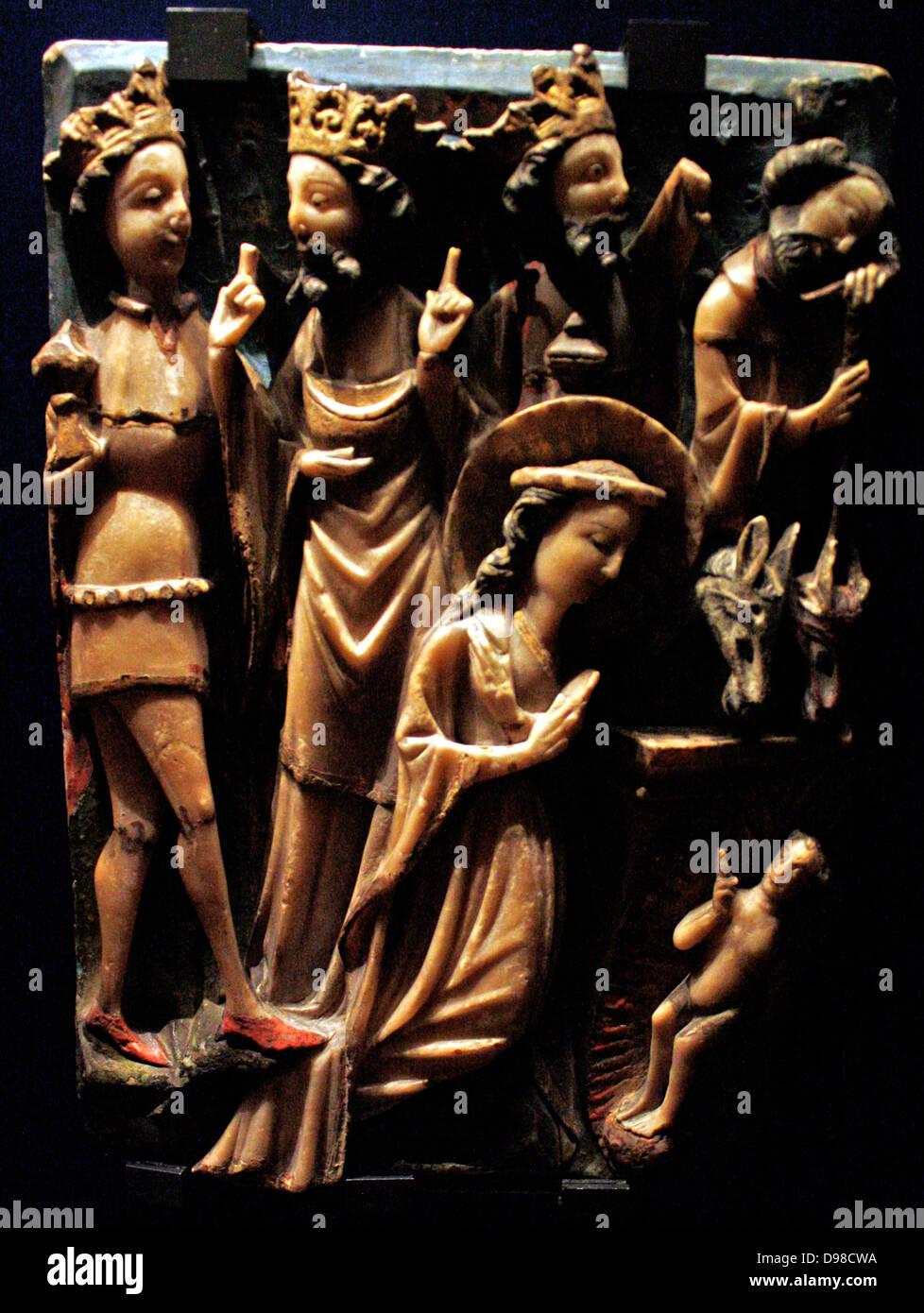 Paneles tallados mostrando las escenas de la Anunciación y la adoración de los Magos, alabastro, dorado Imagen De Stock