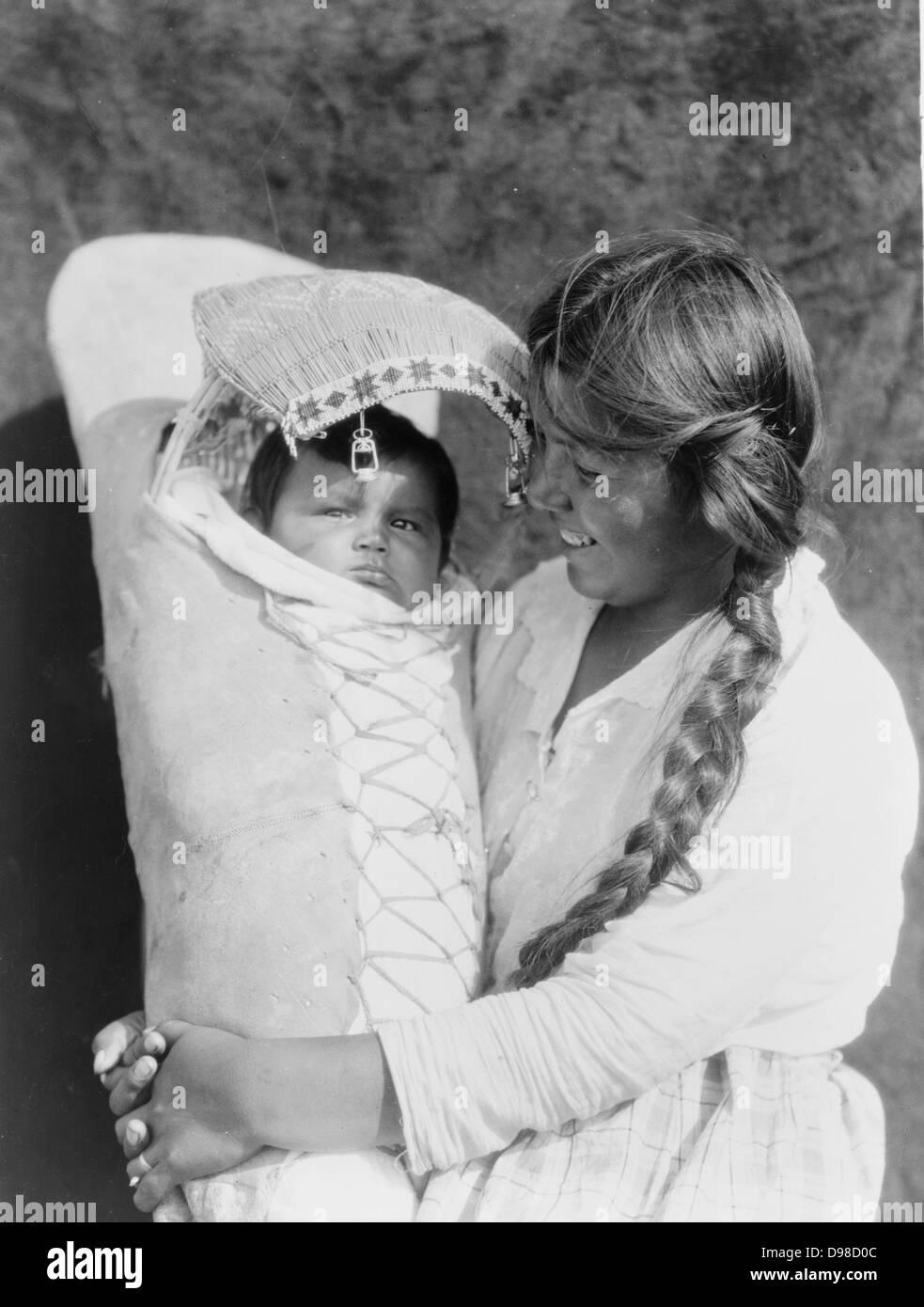Papoose Native American Imágenes De Stock   Papoose Native American ... d8a952fae5ac
