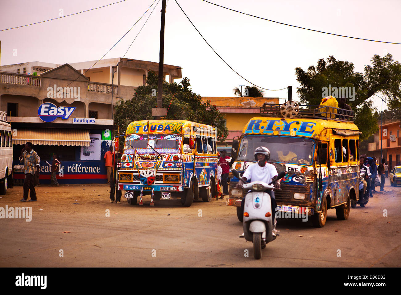 Los autobuses, Pikin barrio, Dakar, Senegal Imagen De Stock