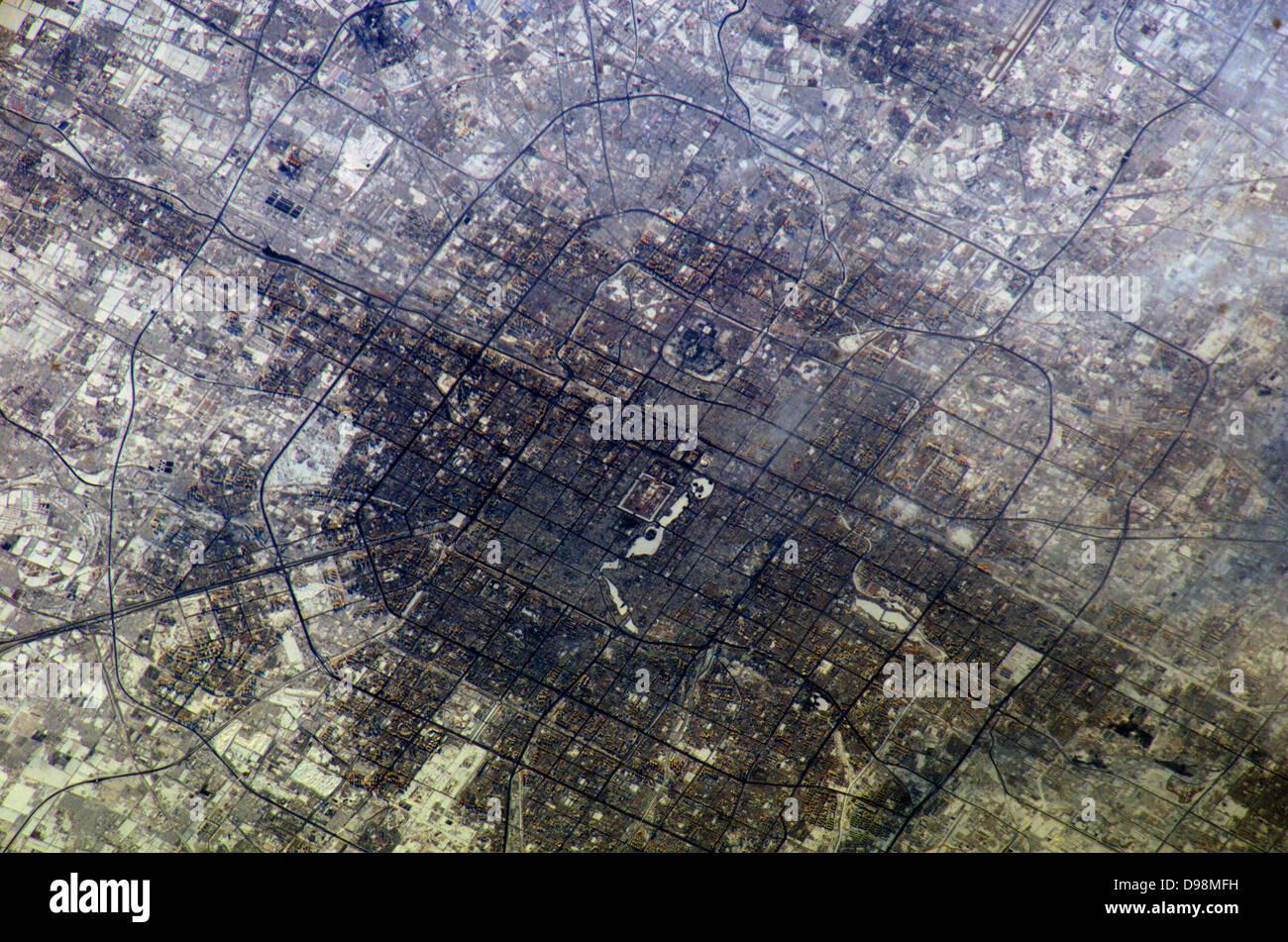 2005 La gran ciudad de Beijing (Pekín), China está representado en esta imagen fotografiada por la expedición Imagen De Stock